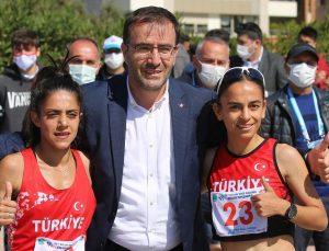 Balkan Yürüyüş Şampiyonası'nda Ayşe Tekdal ilk Türk kadın şampiyon unvanını kazandı