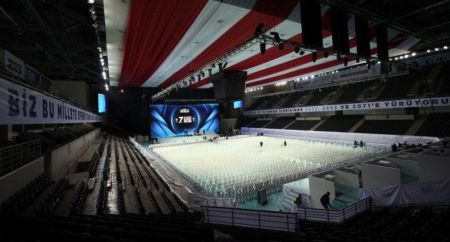 AK Parti 7. Olağan Büyük Kongresi için partililer Ankara Spor Salonu'na alınmaya başlandı