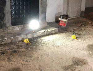 Adana'da evinin önünde silahlı saldırıya uğrayan kişi yaralandı