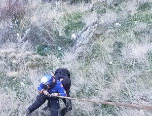 Afyonkarahisar'da kalenin eteğinde mahsur kalan üniversite öğrencisi kurtarıldı