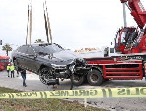 Antalya'da iki otomobil çarpıştı: 2 ölü, 3 yaralı