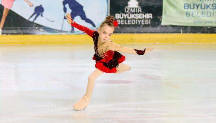 Artistik Buz Pateni Ümitler Türkiye Şampiyonası İzmir'de başladı