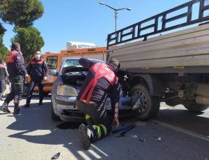 Aydın'da sürücüsü kalp krizi geçiren otomobil, tıra ve bir kamyonete çarptı