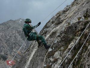 """Azerbaycan askerlerine """"dağcılık eğitimi"""" verildi"""
