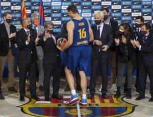 Barcelona Kulübü, 20 yıl sonra basketbol takımına dönen Pau Gasol'u tanıttı