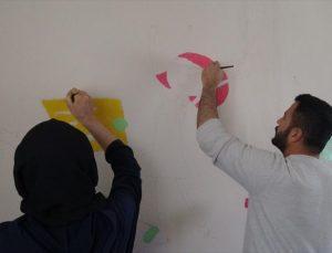 Batman'da gönüllü öğretmenler köy okullarını boyayarak güzelleştiriyor