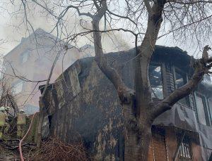 GÜNCELLEME – Beyoğlu'nda ahşap binada çıkan yangın söndürüldü