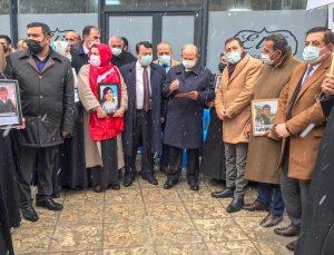 Çocuklarına kavuşmak için HDP İl Başkanlığı önünde eylem yapan Vanlı ailelere destek