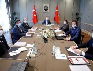 Cumhurbaşkanı Yardımcısı Oktay, yerli aşı üretim projelerinde rol alan ilaç sektörü yöneticileriyle görüştü