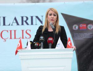 Denizli'de Kovid-19 salgınında hayatını kaybeden sağlık çalışanları anısına yapılan anıt törenle açıldı