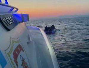 Didim açıklarında sürüklenen lastik bottaki 12 sığınmacı kurtarıldı