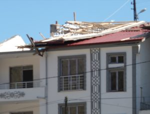 Elazığ'da etkili olan fırtına hayatı olumsuz etkiliyor