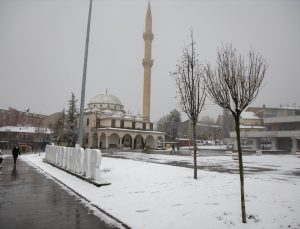 Giresun ve Rize'de kar nedeniyle 42 köy yolu ulaşıma kapandı