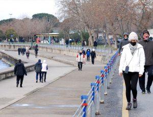 İstanbul'da kısıtlamasız üçüncü cumartesi gününde sahillerde ve caddelerde hareketlilik gözlendi