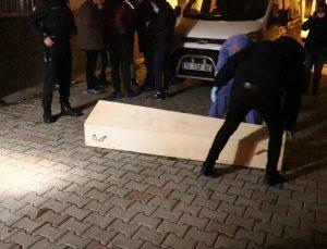 İzmir'de dairesinde çekyat içinde battaniyeye sarılı halde trans birey cesedi bulundu