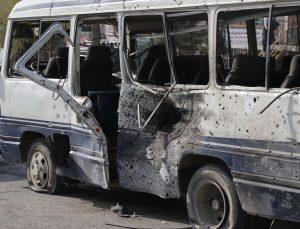 Kabil'de devlet memurlarını taşıyan minibüse bombalı saldırı: 4 ölü