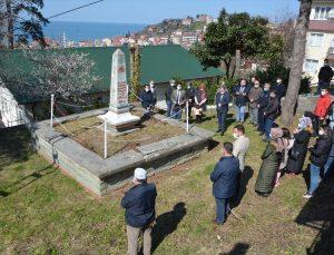 Kastamonu'da, 98 yıl önce tifüs salgınında ölen doktor mezarı başında anıldı