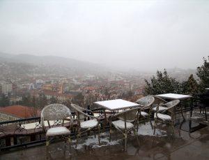 Kastamonu'da kar yağışı ve sis etkili oluyor