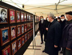 """Kırşehir'de """"Bayrakla Birleşen Şehitlerimiz"""" sergisi açıldı"""