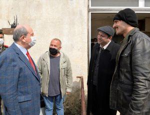 """KKTC Cumhurbaşkanı Tatar, """"Bir Zamanlar Kıbrıs"""" dizi setini ziyaret etti:"""