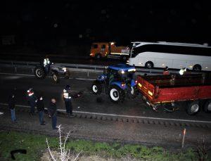 Kula'da otomobil ve tırın karıştığı kaza, trafiğin aksamasına yol açtı