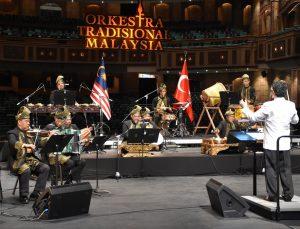 Malezya Geleneksel Orkestrası, İstiklal Marşı'nı geleneksel enstrümanlarla çaldı