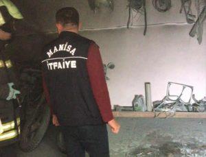 Manisa'da motosiklet tamirhanesinde çıkan yangında 2 kişi yaralandı