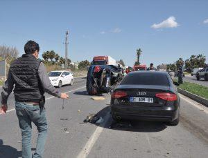 Mersin'de 3 kişinin yaralandığı trafik kazası güvenlik kamerasında
