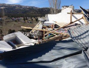 GÜNCELLEME – Adana ve Mersin'de şiddetli rüzgar nedeniyle çatılar uçtu, seralar zarar gördü