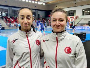 Milli badmintoncular Nazlıcan İnci ve Bengisu Erçetin'den Polonya'da altın madalya