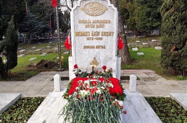 Milli şair Mehmet Akif Ersoy, kabri başında anıldı