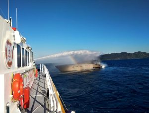 Muğla'da yangın çıkan teknedeki 4 kişi kurtarıldı