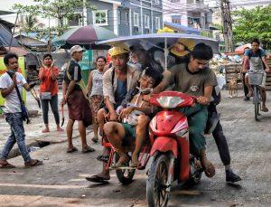 Myanmar'da bugünkü protestolarda en az 7 kişi yaşamını yitirdi