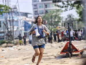 Myanmar'da güvenlik güçlerinin protestoculara silahlı müdahalesi can kayıplarını artırıyor