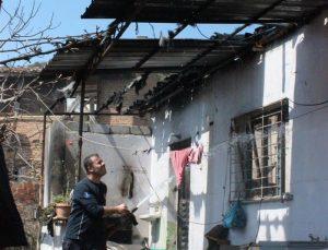 Ödemiş'te çıkan yangında bir ev kullanılamaz hale geldi