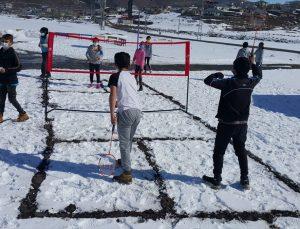 """""""Orda Bir Köy Var Uzakta"""" projesiyle Ardahanlı köy çocukları badminton ile tanıştı"""