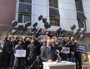 """Sağlık çalışanları, """"14 Mart Tıp Bayramı""""nda Kovid-19 nedeniyle hayatını kaybeden meslektaşlarını andı"""