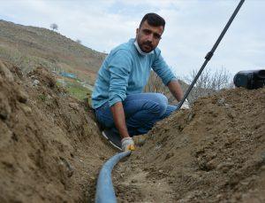 Şanlıurfa'da su sorunu yaşayan okul için komşu mahalleden imece usulü su hattı çekiliyor