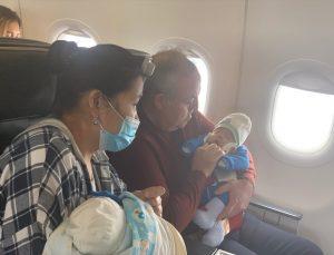THY uçağında kalp krizi geçiren bebeğe müdahale eden milletvekili Dr. Recep Şeker, yaşananları anlattı:
