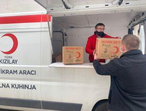 """Türk Kızılay, Bosna Hersek'te """"çatısız"""" mültecilere hijyen seti dağıttı"""