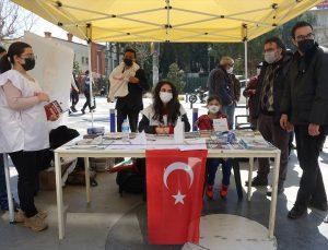 Türkiye Gençlik Birliği üyelerinden, HDP'nin kapatılması için imza kampanyası