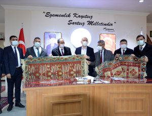 Ulaştırma ve Altyapı Bakanı Karaismailoğlu, Uşak'ta ziyaretlerde bulundu