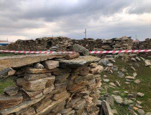 Uşak'ta yıkılmış evin enkazında patlamamış havan mermisi bulundu