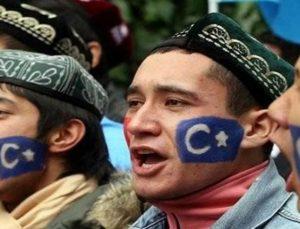 Çin'den ayrılmak zorunda kalan Uygur Türkleri ailelerine kavuşacakları günü bekliyor