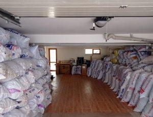Yardımsever dede ve torunu 13 yılda 130 ton mavi kapak topladı