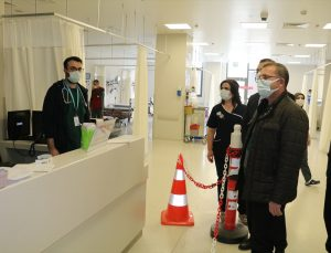Yozgat Valisi Ziya Polat, Kovid-19 aşısının ikinci dozunu yaptırdı