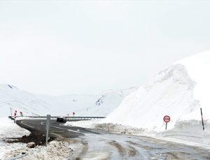 2 bin 885 rakımlı Palandöken Geçidi'nde nisanda yoğun karla mücadele çalışması yapıldı