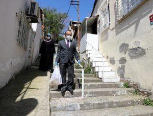 """30 yıllık imam yaşadığı mahallenin """"gönül köprüsü"""" oldu"""
