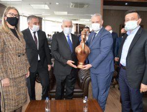 Binali Yıldırım Menemen Belediyesi'ni ziyaret etti