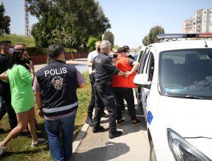 Adana'da alkollü sürücü ve beraberindeki 4 kişiye Kovid-19 tedbirlerini ihlalden ceza yazıldı